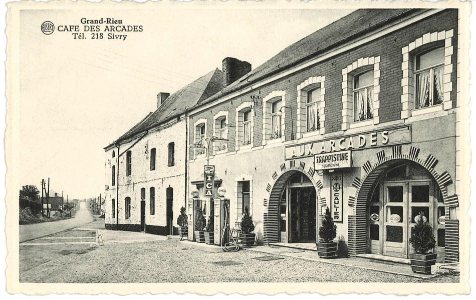 Grandrieu - Café des Arcades
