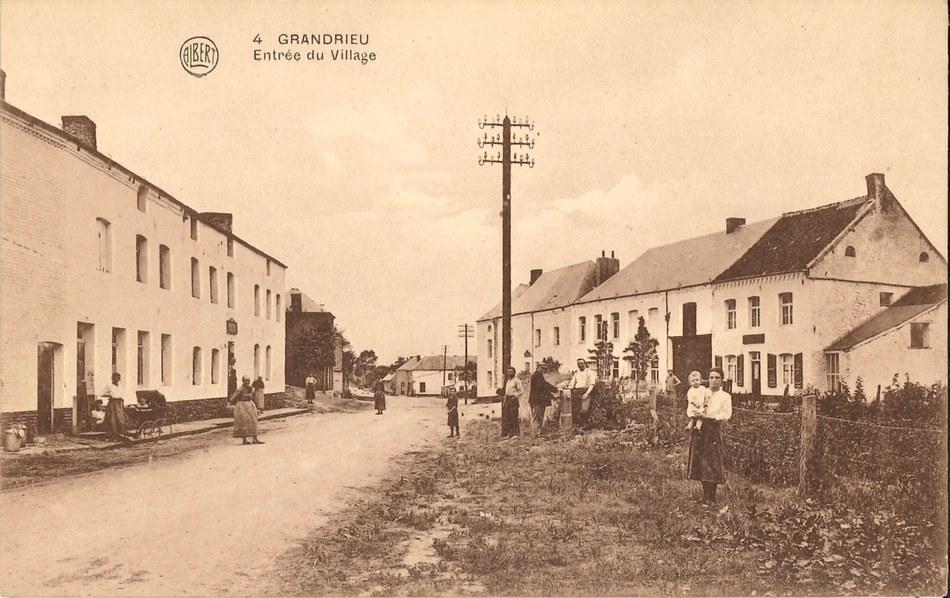 Grandrieu - Entrée du village